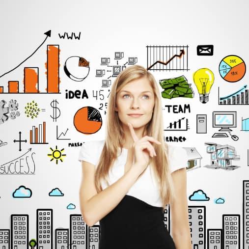 kvinde overvejer online marketing strategi